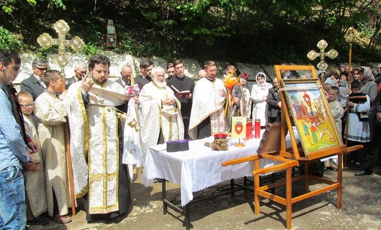 Sfințirea apelor la sărbătoarea Izvorului Tămăduirii