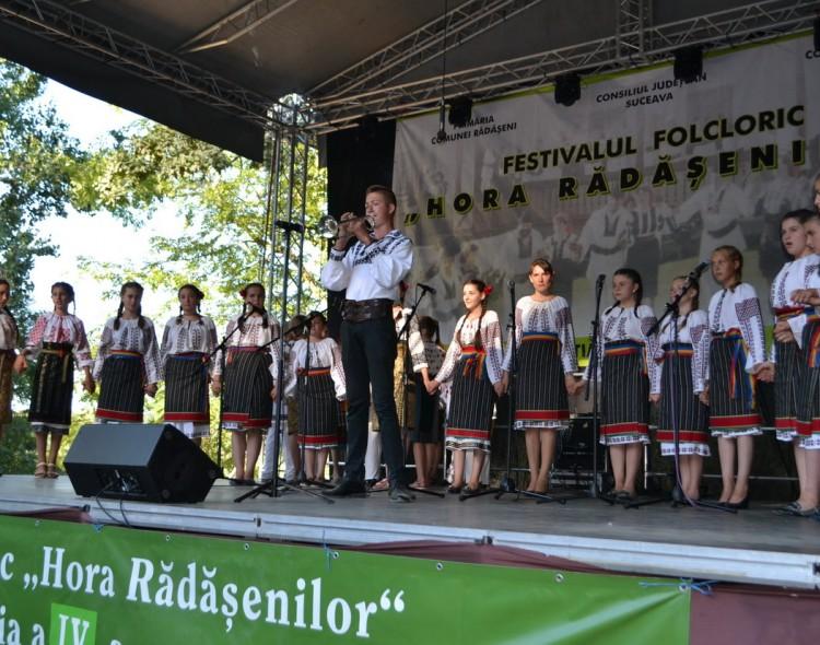 """Un eveniment de suflet: Festivalul Folcloric """"Hora Rădășenilor"""""""
