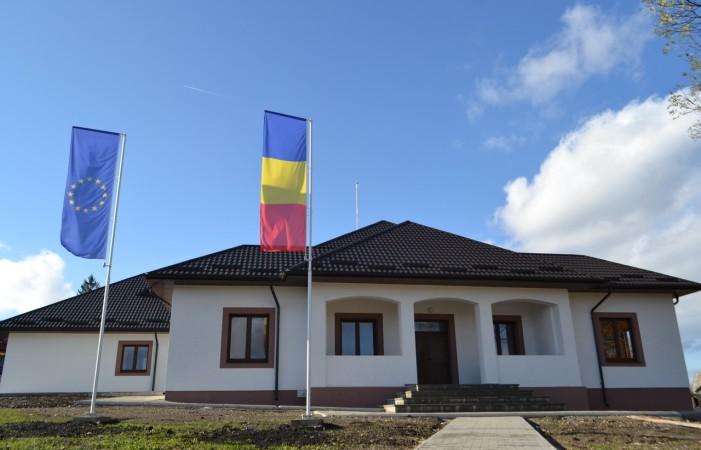 Lucrările de modernizare și reabilitare la Căminul Cultural din satul Rădășeni s-au încheiat înainte de termen