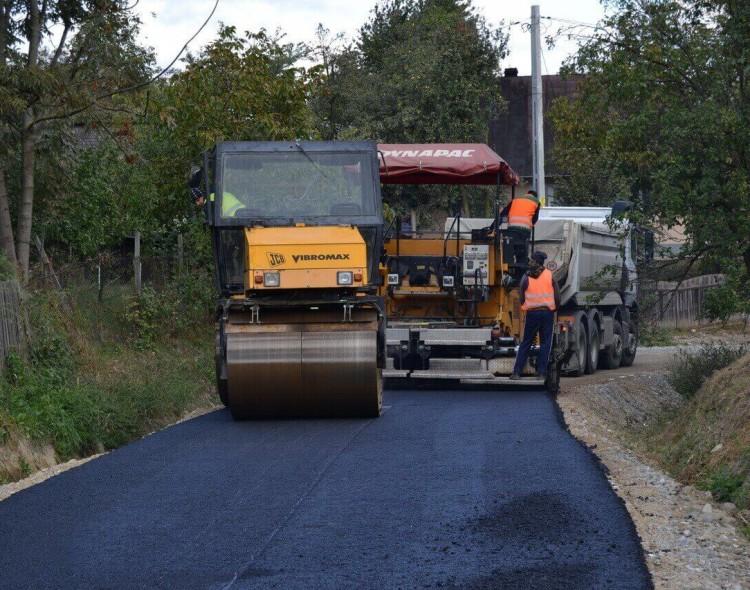 Infrastructura drumurilor din satele Rădășeni și Lămășeni este modernizată prin investiții de 5,8 milioane de lei